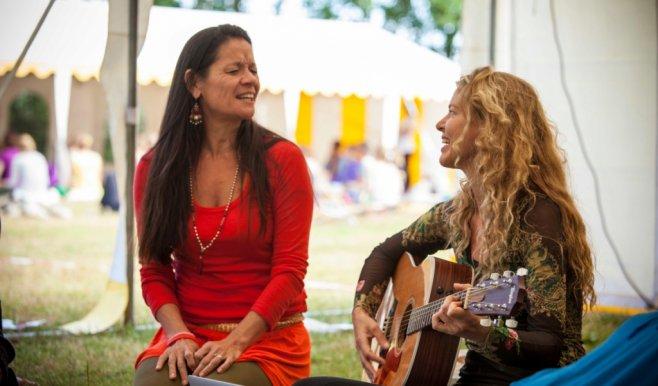Anoshe Stillness in yoga & Lilian van Dam Yogini circle vrouwen yoga