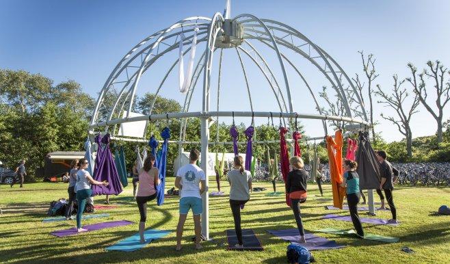 Aerial Yoga Janneke van Amelsvoort Yoga Festival Terschelling