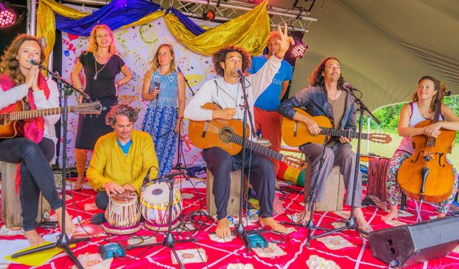 Live muziek yoga festival terschelling dansen yogaweekend